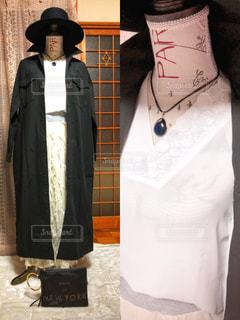 女性,ファッション,黒,コート,帽子,人物,モノトーン,コーディネート,コーデ,ブラック,トルソー,黒コーデ,デザインスカート,白色ブラウス