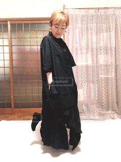 女性,ファッション,屋内,ワンピース,黒,人物,人,コーディネート,コーデ,ブラック,黒コーデ,変形スカート