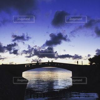 沖縄の海 「北谷の夕暮れ」の写真・画像素材[2717696]