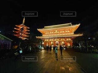 夜の浅草寺の写真・画像素材[4065388]