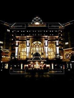 夜の東京ディズニーランドホテルの写真・画像素材[4072665]