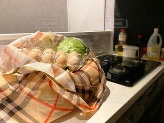 台所で食べ物を閉じるの写真・画像素材[3701275]
