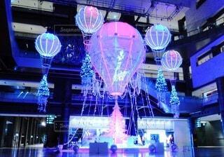 カップル,屋内,室内,気球,イルミネーション,ライトアップ,クリスマス,買い物,梅田,明るい,デート,クリスマスツリー,2020年,商業施設,グランフロント大阪,インスタ映え,映えスポット,グランフロントクリスマス,ライティングショー