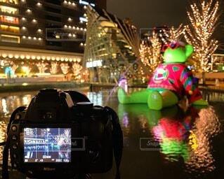 夜,反射,イルミネーション,ライトアップ,クリスマス,梅田,明るい,一眼レフ,クール,グランフロント大阪,インスタ映え,うめきた広場,シャンパンゴールド,映え写真,11pro,グランフロントクリスマス,テッドイベール,緑のクマ