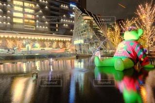 夜,反射,イルミネーション,ライトアップ,クリスマス,梅田,明るい,長時間露光,一眼レフ,クール,グランフロント大阪,インスタ映え,うめきた広場,シャンパンゴールド,映え写真,グランフロントクリスマス,テッドイベール,緑のクマ