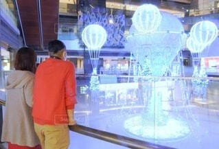20代,30代,カップル,屋内,気球,イルミネーション,ライトアップ,クリスマス,ツリー,買い物,装飾,デート,ショッピング,グランフロント,商業施設,グランフロント大阪