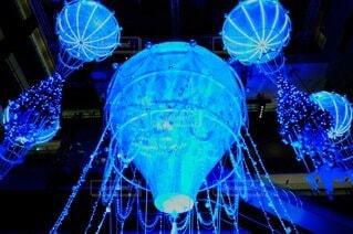 夜,青,気球,イルミネーション,ライトアップ,クリスマス,照明,買い物,梅田,装飾,明るい,デート,一眼レフ,ショッピング,希望,商業施設,球,エモい,グランフロント大阪,インスタ映え,映え写真,グランフロントクリスマス