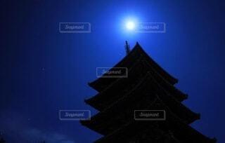 満月と五重塔の写真・画像素材[3929259]