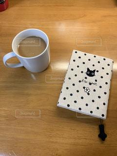 テーブルの上のコーヒー1杯の写真・画像素材[2734831]