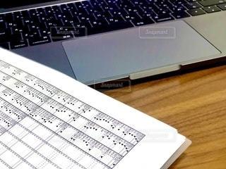 屋内,机,パソコン,書類,マック,紙,資料,データ