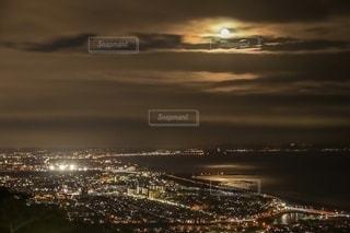 月の光に照らされての写真・画像素材[2739591]