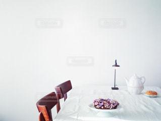 ドライフラワーのリースで飾るテーブルの写真・画像素材[2816133]