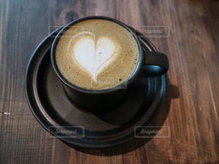 木製のテーブルの上に置くコーヒー1杯の写真・画像素材[2869964]