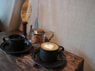 テーブルの上のコーヒーの写真・画像素材[2890382]