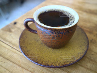 テーブルの上のコーヒー1杯の写真・画像素材[2890386]