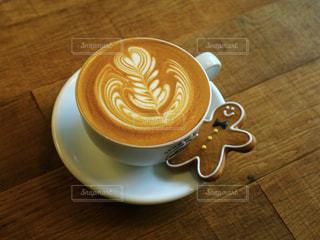 木製のテーブルの上に置くコーヒー1杯の写真・画像素材[2890385]