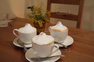 もこもこラテオバケのコーヒーの写真・画像素材[2890510]