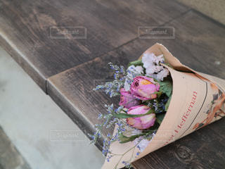 ピンクのバラのドライフラワーブーケの写真・画像素材[2912521]
