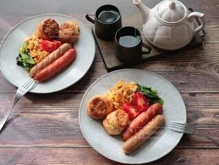 冬,おうちごはん,食事,朝食,アンティーク,テーブル,ワンプレート,オシャレ,暖かい,料理,テーブルフォト,おうちカフェ,Snapmart,ソーセージ,ジューシー,ヴィンテージ,カフェ飯,PR,ジョンソンヴィル