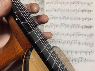 ギターと楽譜の写真・画像素材[2762041]