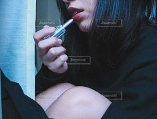 女性,綺麗,部屋,カーテン,口紅,女の子,オシャレ,可愛い,メイク,美容,リップ,コスメ,20歳,化粧品,メイクアップ,グロス,二十歳,20才