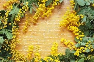 黄色い花の束の写真・画像素材[2984648]