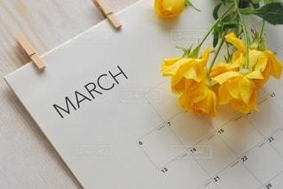 テーブルの上の花のクローズアップの写真・画像素材[3020296]