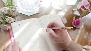 テーブルの上にスケジュール帳の写真・画像素材[3022889]