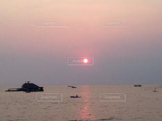 空,夕日,湖,太陽,夕暮れ,船,海岸,光