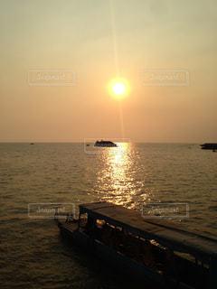 自然,風景,海,空,夕日,太陽,ボート,夕暮れ,船,海岸,光,旅行,旅,カンボジア,トンレサップ湖,インスタ映え