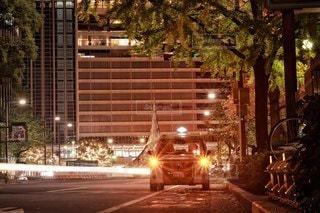 真夜中の街とタクシーの写真・画像素材[2750881]