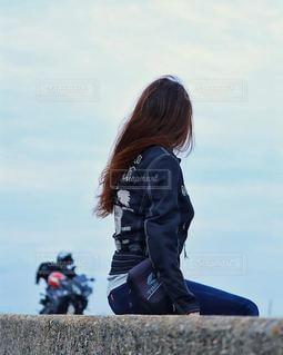 海辺のライダー女子の写真・画像素材[2754544]