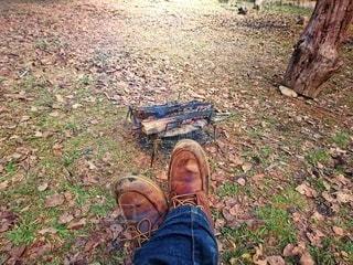 ブーツで焚き火の写真・画像素材[2760714]