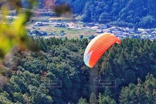 山頂でパラグライダーの写真・画像素材[2830053]