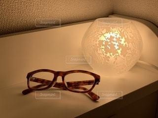 ファッション,夜,アクセサリー,部屋,ガラス,家,眼鏡,ランプ,花柄,間接照明,メガネ,ベッドサイド,べっ甲柄