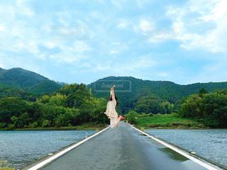 沈下橋の上での写真・画像素材[2981145]
