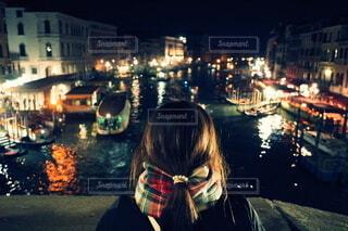 夜の街の通りの写真・画像素材[4105645]