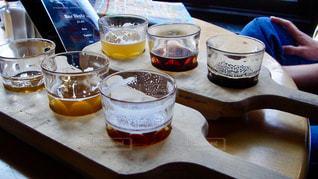 テーブル ビールテースティングの写真・画像素材[2761891]