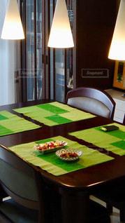 ダイニングルームのテーブルの写真・画像素材[2772924]