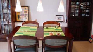 ダイニングルームのテーブルの写真・画像素材[2808113]