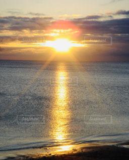 夕暮れの海岸の写真・画像素材[2858709]