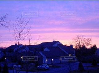 空,屋外,太陽,雲,夕暮れ,光,家,樹木,クラウド