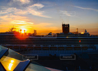 空,屋外,太陽,夕暮れ,船,光,クラウド