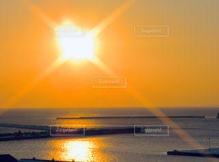 自然,海,空,屋外,太陽,水面,光,日の出