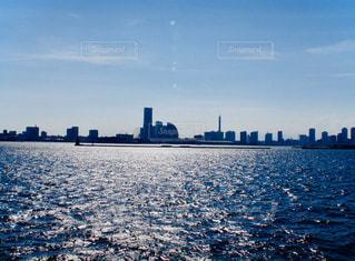 風景,空,建物,屋外,太陽,水面,海岸,光,都会,高層ビル,日中,スカイライン,クラウド,都市の景観