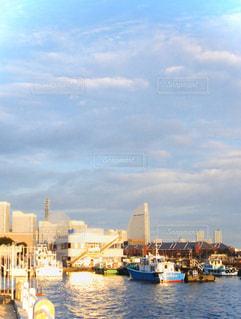 風景,空,建物,屋外,太陽,ボート,船,水面,光,タワー,都会,高層ビル,港,クラウド