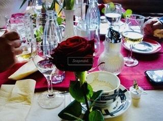 テーブルを囲んでの写真・画像素材[3916117]