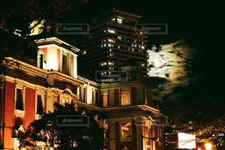 大阪市中央公会堂と満月の写真・画像素材[2802183]