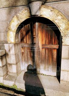石造りの建物に落とす影②の写真・画像素材[2862290]