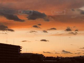 空,夕日,屋外,太陽,雲,夕焼け,夕暮れ,夕方,光